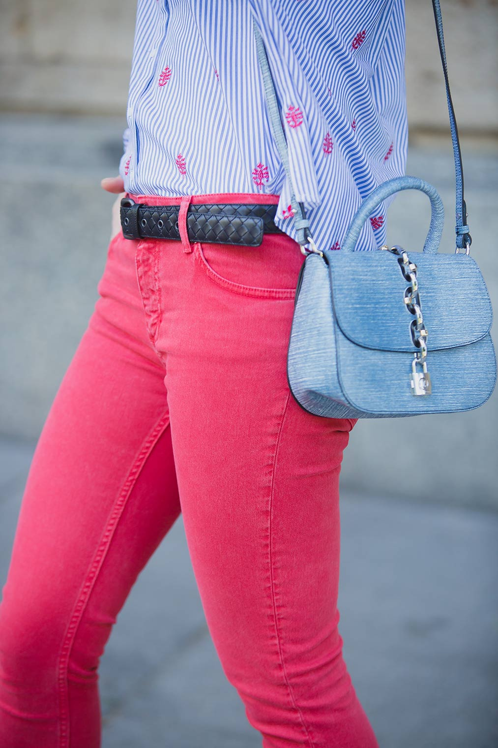 Chic Journal Petra wearing Louis Vuitton Chain It Bag and red jeans