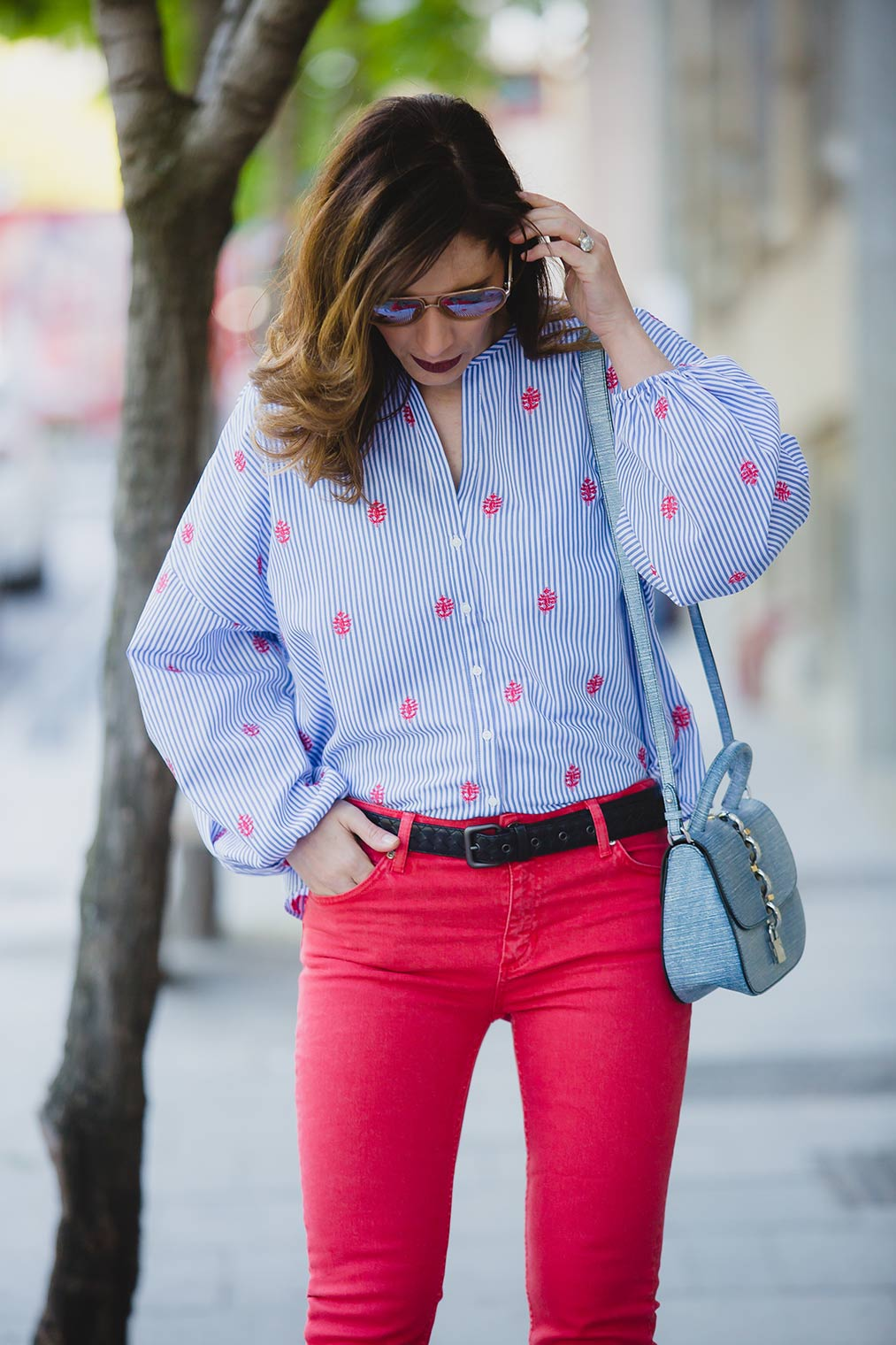 How to wear red jeans by Chic Journal blog