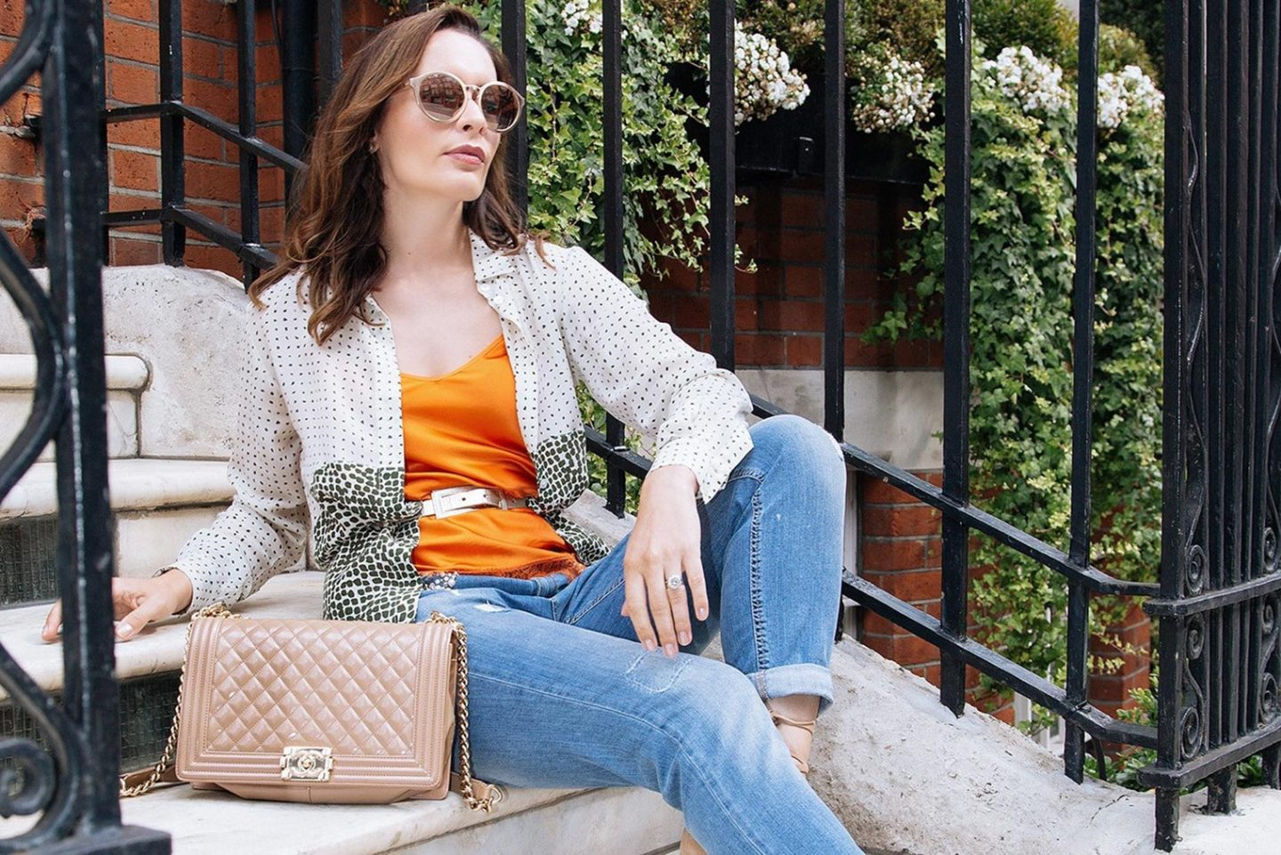 How to create simple and chic outfit for your day out of office