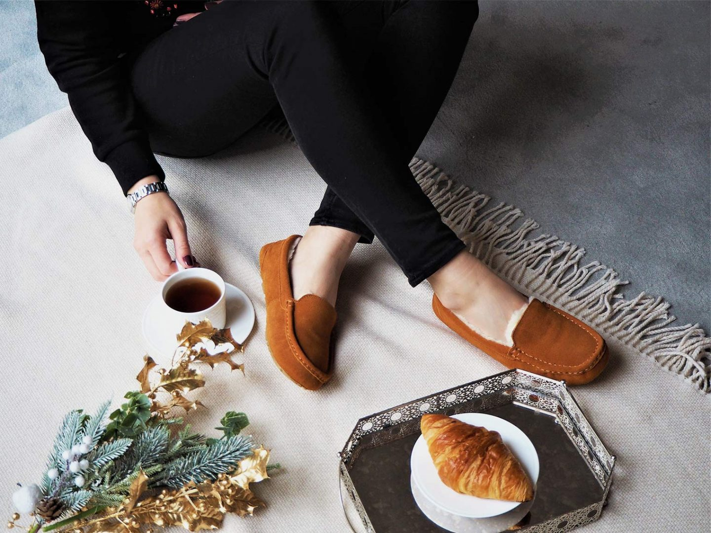 These luxury slippers with sheepskin are so cosy you will never take them off