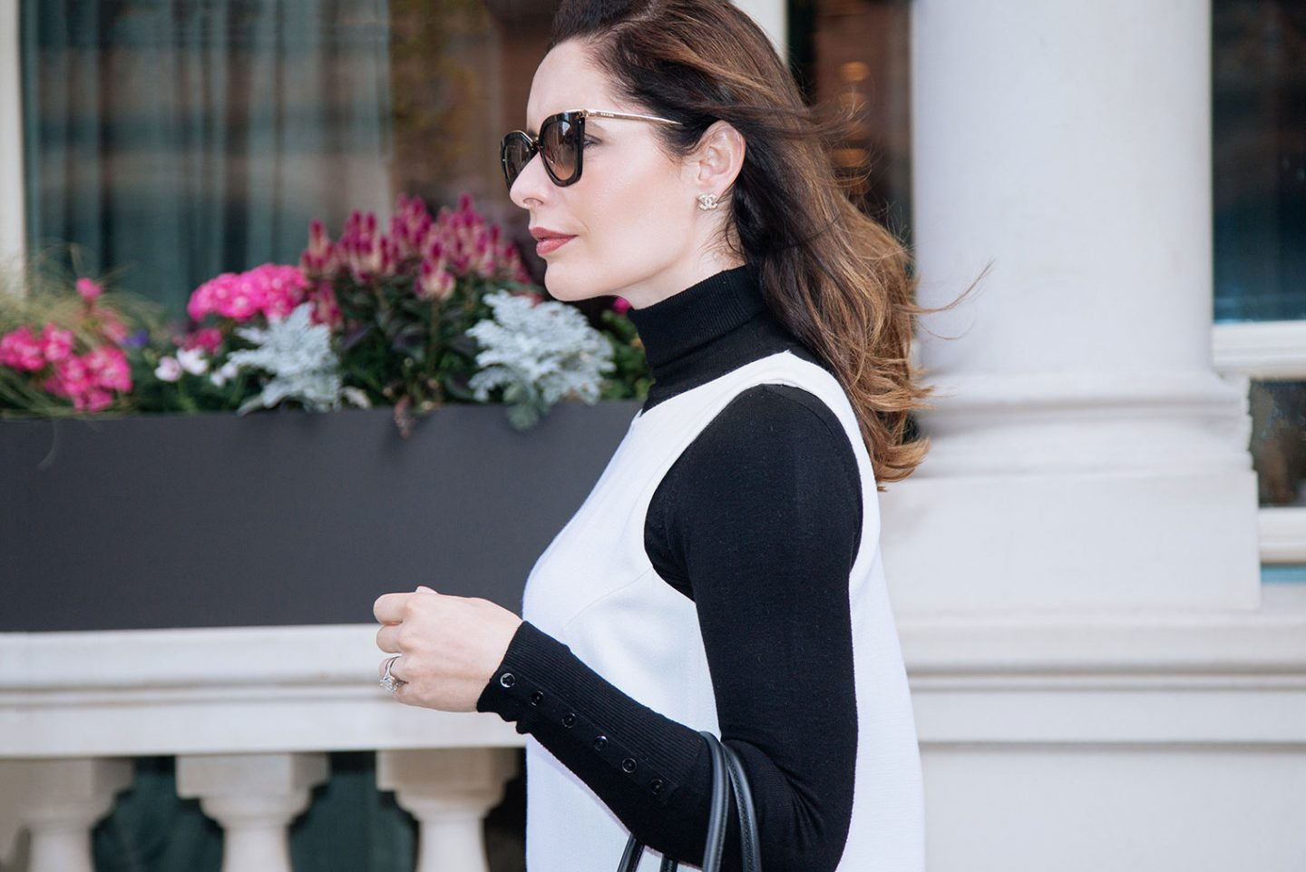 How to wear black and white outfit this autumn