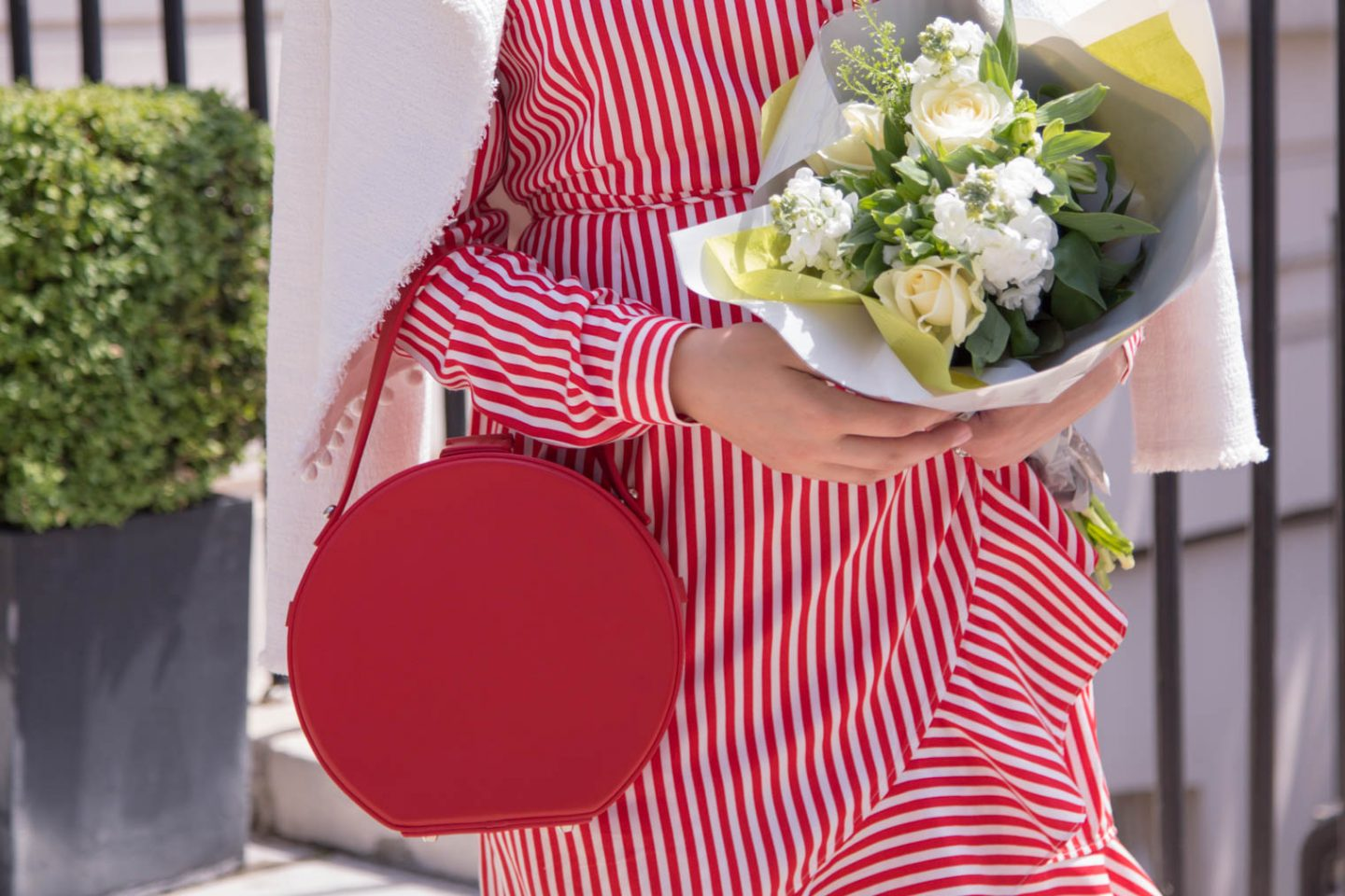 Round bag. When elegance beats the practicality.
