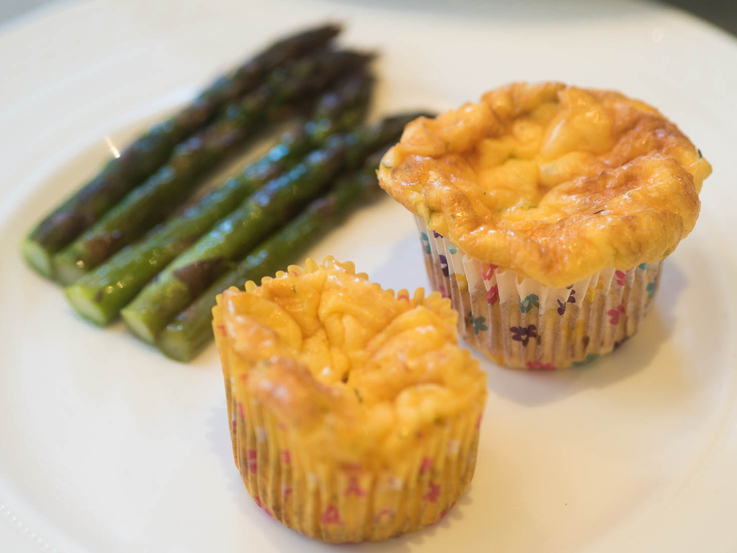 Egg and prawns flour free muffins with asparagus