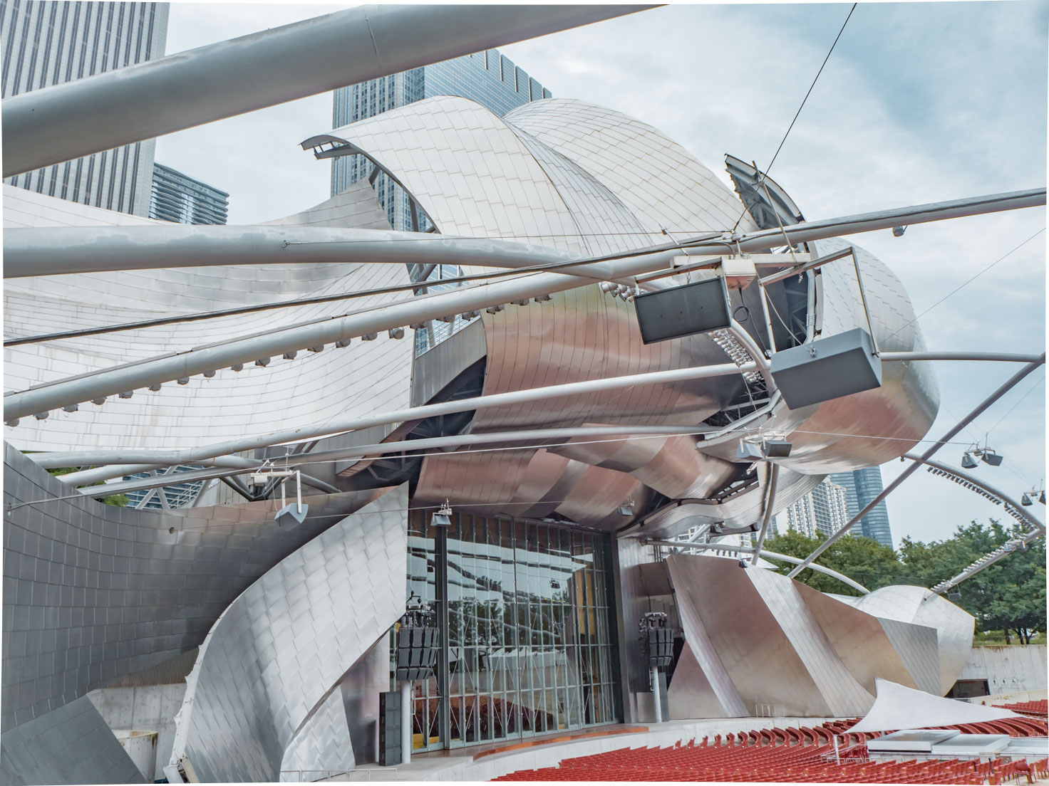 Jay Pritzker Pavilion in Chicago and mini city guide