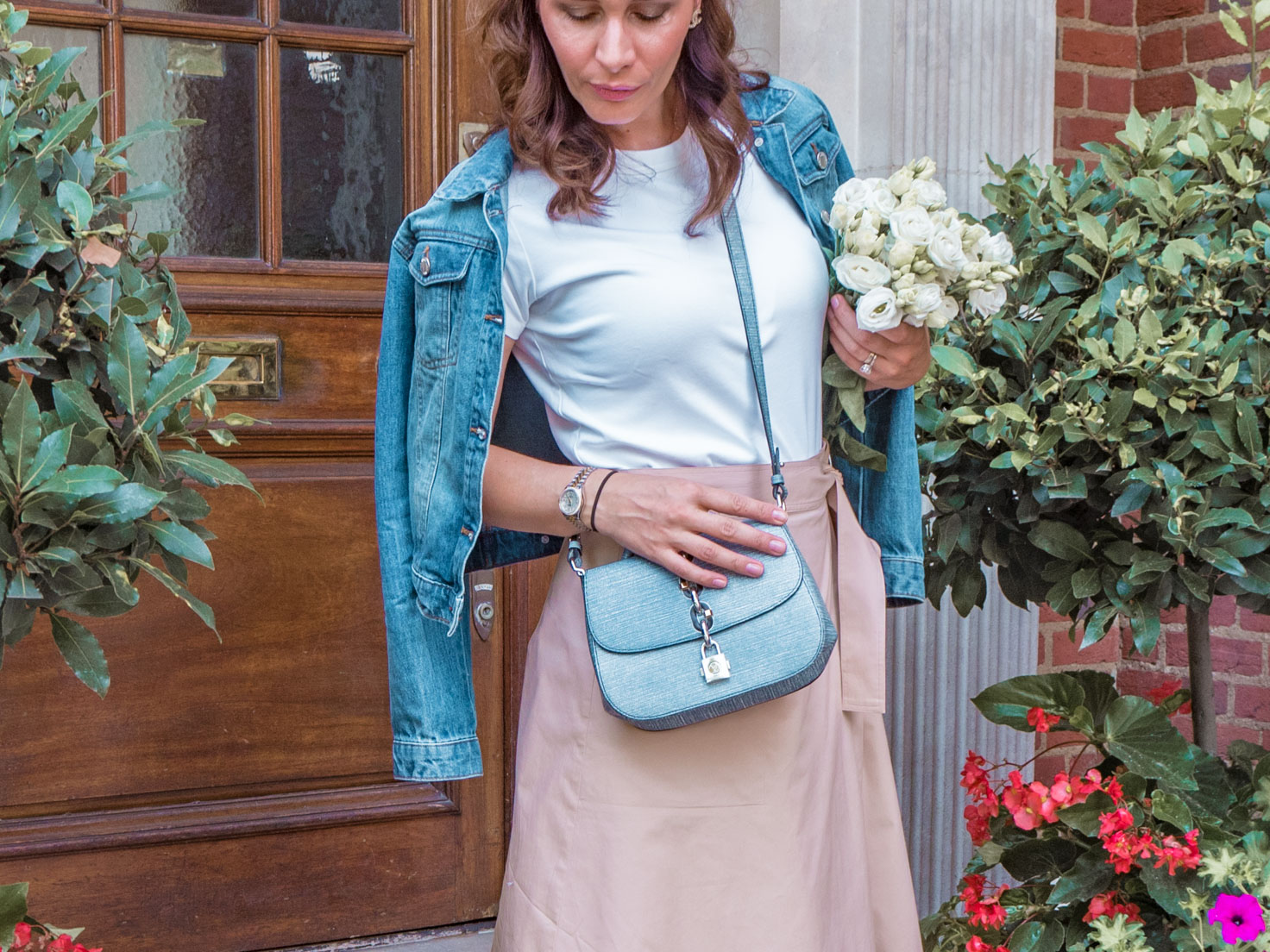 Louis Vuitton Chain It bag and how to create chic look
