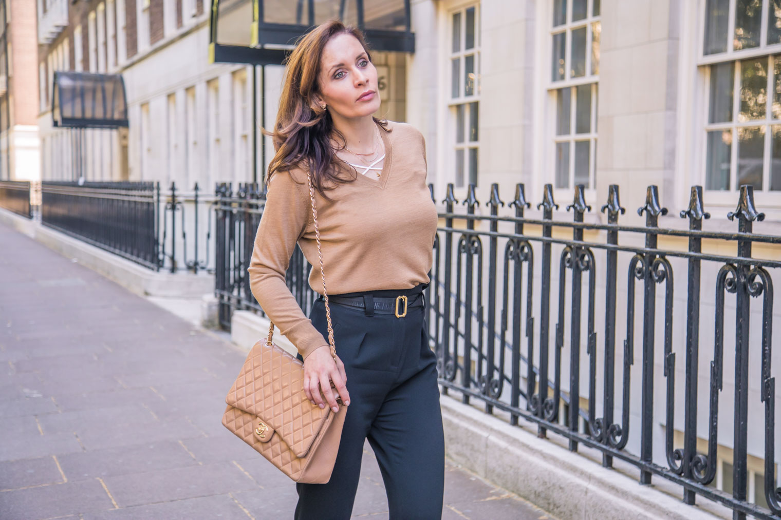 Paperbag trousers with V-neck sweater