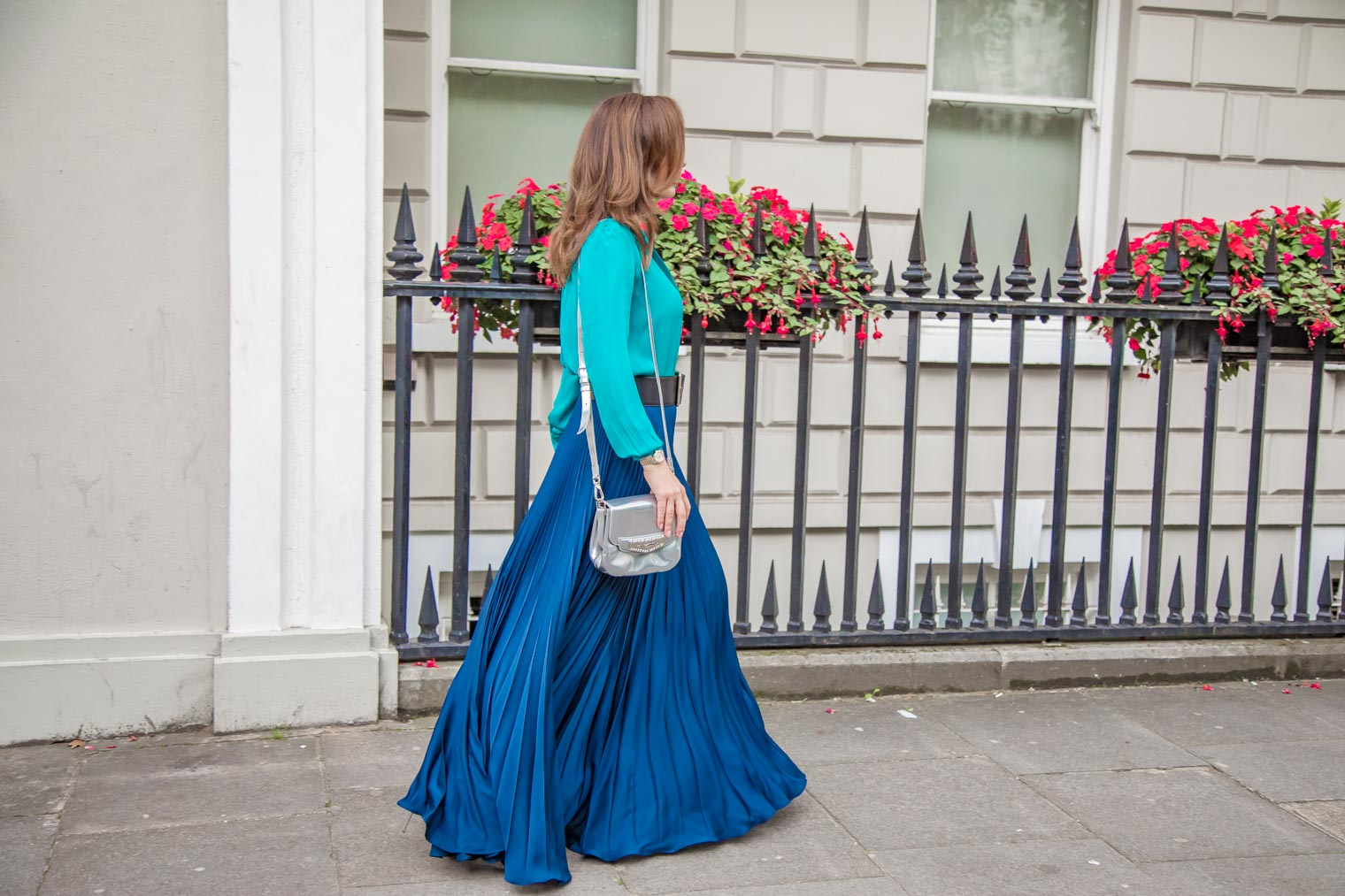 How to wear maxi skirt in the autumn