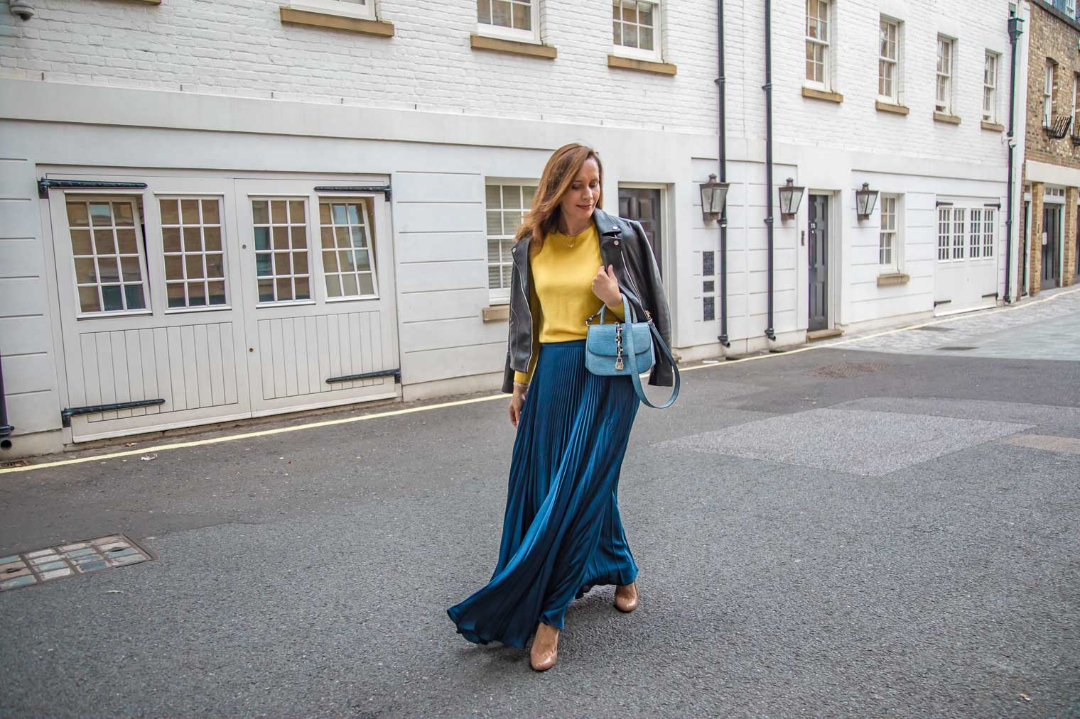 How to wear pleated skirt in the fall