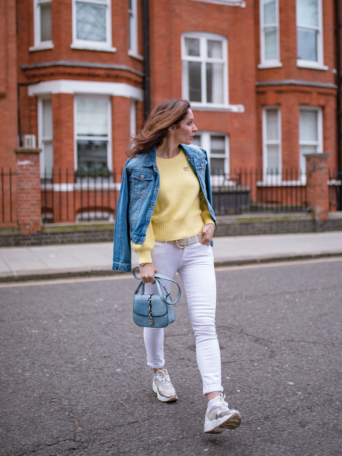 How to style yellow sweater with white jeans