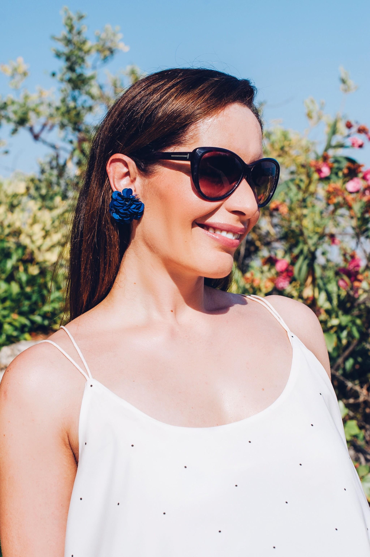 How to wear flower earrings