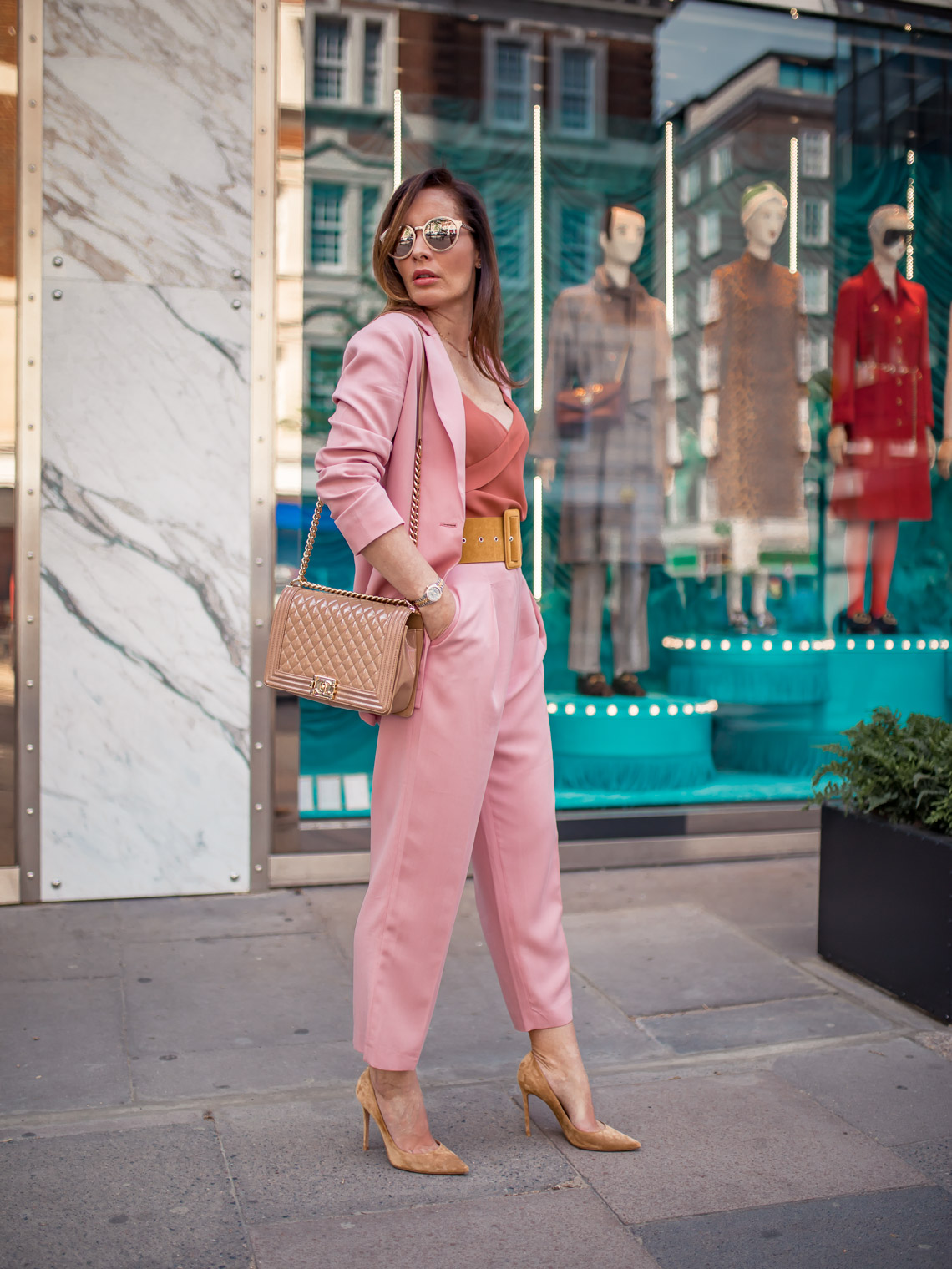 Pink suit Iris and Ink, beige heels Gianvito Rossi, How to make your legs look longer