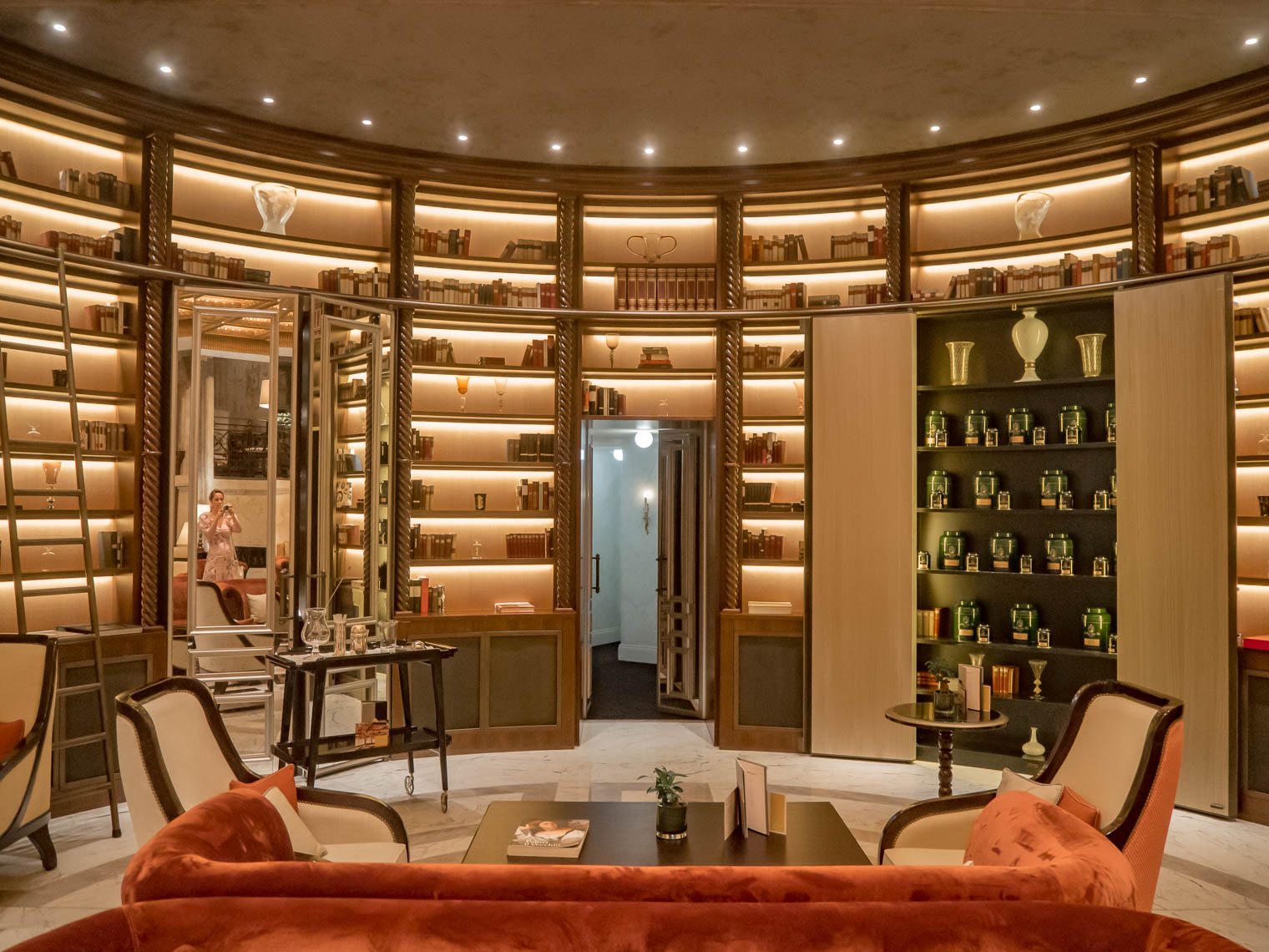 Library interior at the hotel Eden Rome